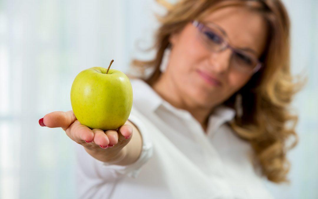 """Cafea cu lapte si miere. """"..plăcerea la care nu renunț. Și nici clienților mei nu le-o interzic.."""". Interviu cu Carmen Tenescu- Nutriționist"""